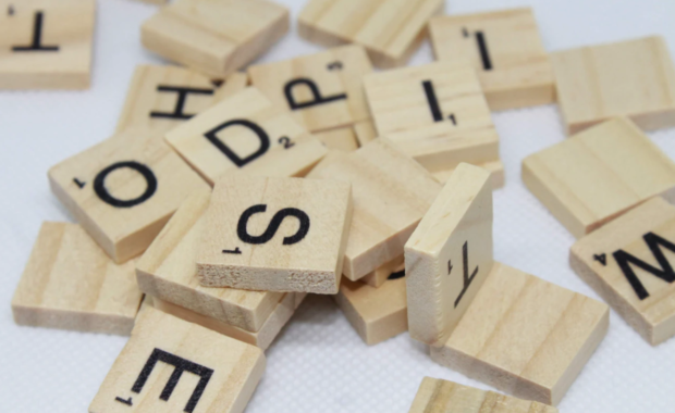Holz-Buchstaben aus Scrabble
